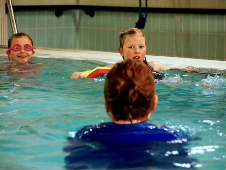 Kids in Swimming pool with Splash Swimming Lessons